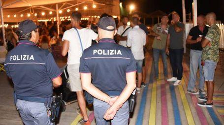 La Polizia ha notificato nella notte il provvedimento di chiusura al Beky bay (foto Migliorini)
