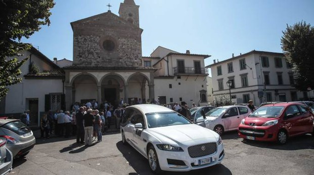 Cerimonia funebre per Alberto Fanfani a Badia a Ripoli (Firenze)