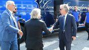 La stretta di mano tra i due presidenti (LaPresse)
