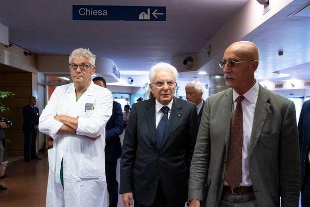 Il presidente Mattarella in visita agli ospedali Villa Scassi, San Martino, Galliera (LaPresse)