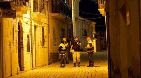 I tecnici della Protezione Civile a Montecifone (LaPresse)