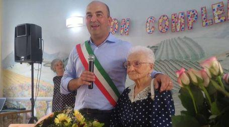 Caterina Bruschetini festeggia i suoi 106 anni accolta dal sindaco