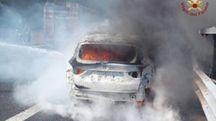 L'auto che è andata a fuoco