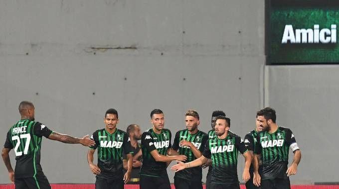 L'esultanza dei giocatori del Sassuolo dopo il vantaggio