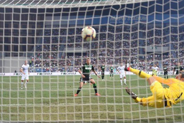 Il gol di Berardi del Sassuolo su rigore (Ansa)