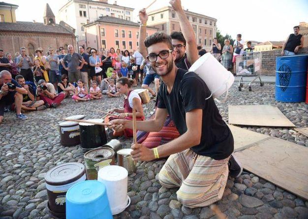 Musicisti ed artisti provenienti da tutto il pianeta arrivano a Ferrara (foto Businesspress)