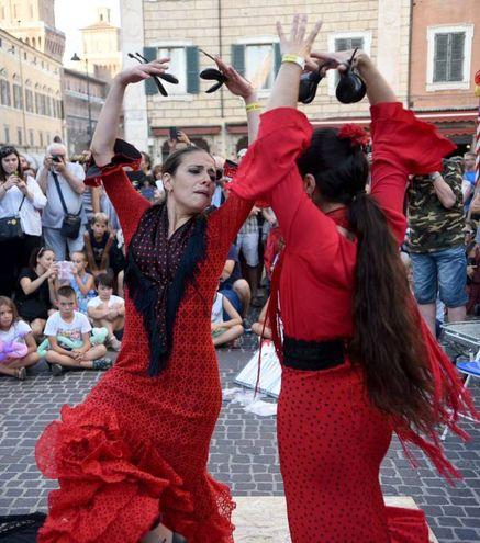 Piazzetta San Nicolò, dalle 18 a mezzanotte, si trasforma in Plaza de Tango (foto Businesspress)