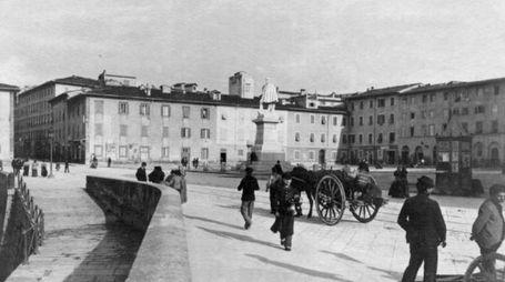 Piazza Garibaldi in una foto d'epoca