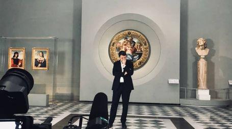 Matteo Renzi durante le riprese del docufilm su Firenze (dall'account Twitter di Renzi)