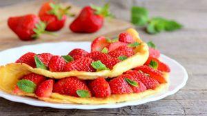 La frittata alla frutta, un'idea fresca per la colazione estiva - Foto: Zolotaosen/iStock