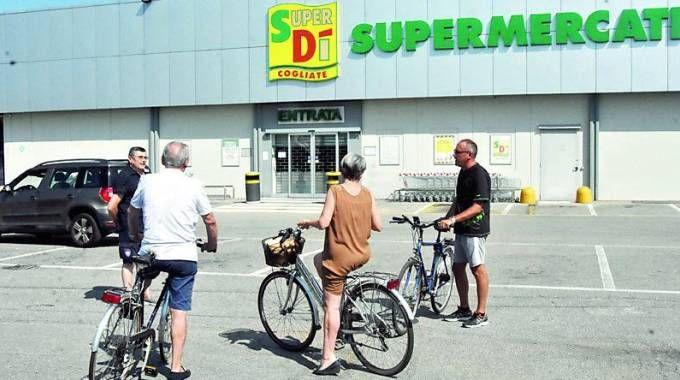 I LUOGHI  I punti vendita della catena SuperDì e IperDì hanno gli scaffali desolotamente vuoti da settimane