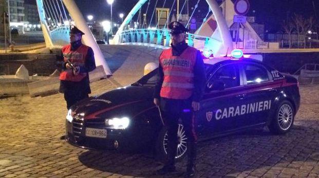 I carabinieri sono arrivati in pochi minuti alla casa della donna arrestando l'aggressore