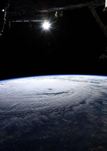 Un'immagine della Nasa dell'Uragano Lane (Ansa)
