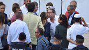 I parlamentari del Pd Maria Elena Boschi ed Emanuele Fiano, con il presidente dell'Ars Gianfranco Micciche e il deputato di Leu Stefano Fassina salgono sulla nave Diciotti (Ansa)