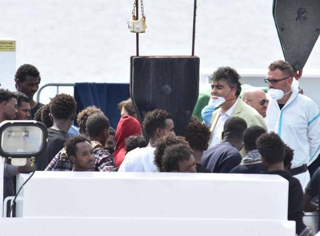 l parlamentare del Pd, Emanuele Fiano, sulla nave Diciotti (Ansa)a