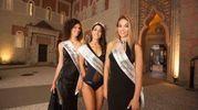 Anna Mazzali, Miss Rocchetta Bellezza, con la vincitrice, Federica Guzzardo, e, a destra, Jessica Poli, Miss Sorriso E.R. (Foto Marchi)