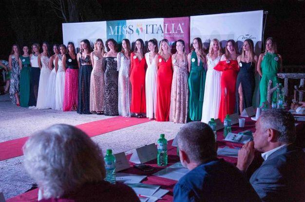 Le ragazze al gran completo all'inizio della serata (Foto Marchi)