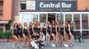 Le ragazze si sono concesse anche una passeggiata nel centro di Vergato (Foto Marchi)