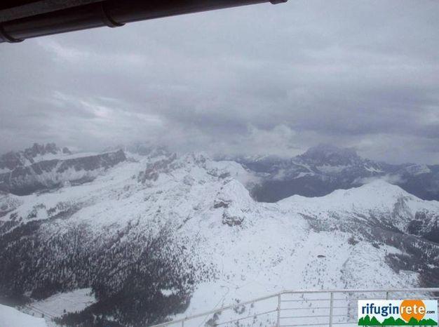Rifugio Lagazuoi sulle Dolomiti innevato (Ansa)