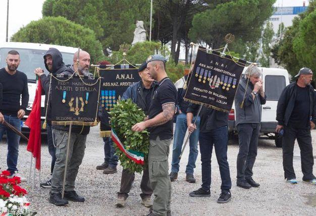 Tensione durante la commemorazione per il gerarca Muti (foto Schicchi)