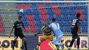 Precisione e potenza, la palla nell'angolo ed è gol (foto Ansa)