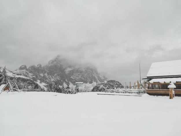 Zona di Ristoro Belvedere Cima Fertazza, sopra Pescul in Val Zoldana, Belluno (Ansa)