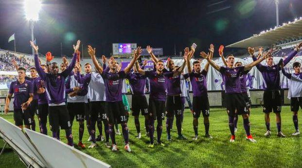 La Fiorentina saluta i tifosi dopo la vittoria con il Chievo (Fotocronache Germogli)