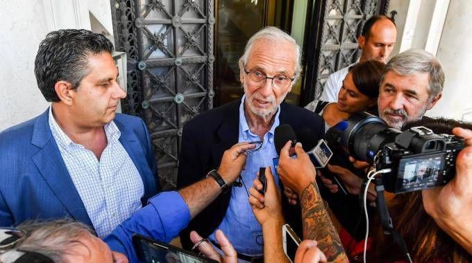 Renzo Piano tra il governatore Giovanni Toti e il sindaco Marco Bucci (Ansa)
