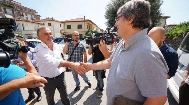 Enrico Rossi e don Massimo Biancalani (foto Gabriele Acerboni/Fotocastellani)