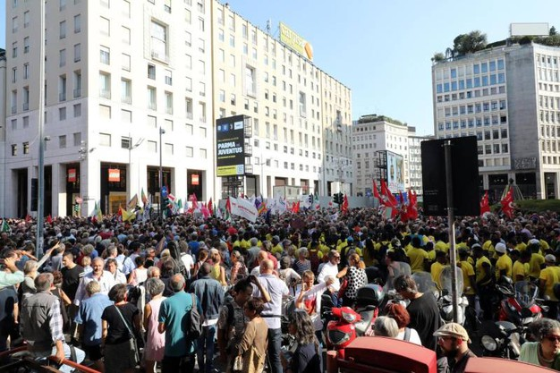 La protesta in San Babila (Ansa)