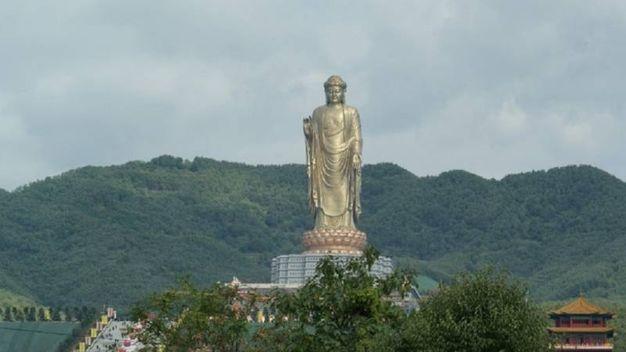 La più alta del mondo: Buddha Zhongyuan, 128 metri - Foto: CC wikipedia/Zgpdszz