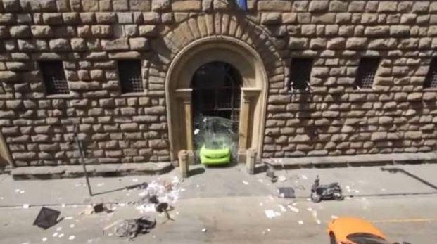 La porta di Palazzo Medici Riccardi sfondata per esigenze sceniche