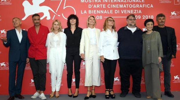 La giuria di Venezia 75 presieduta da Guillermo del Toro (Ansa)
