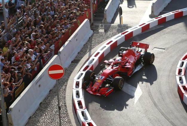 Incidente per Sebastian Vettel al F1 Milan Festival (Lapresse)