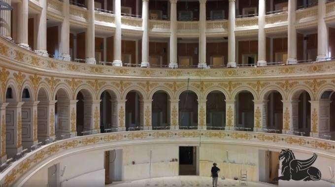 Gli splendidi interni del Teatro Galli