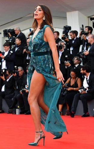 Elisa Isoardi sul red carpet della Mostra del cinema di Venezia (Ansa)
