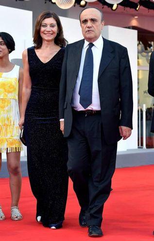 Alberto Bonisoli e la moglie (Ansa)