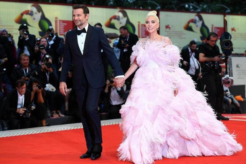 Risultati immagini per Lady Gaga, show di piume a Venezia. Alla Mostra del cinema 'è nata una stella' FOTO