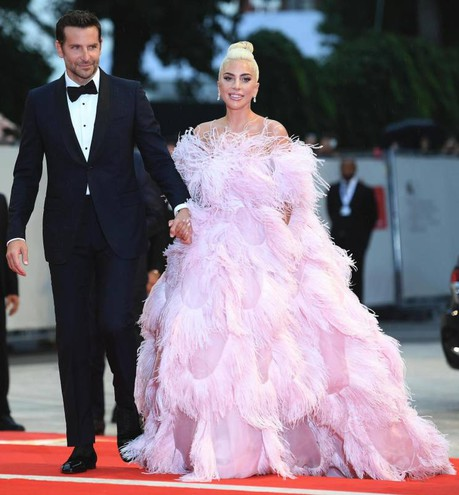 Il red carpet di Lady Gaga e Bradley Cooper (Ansa)