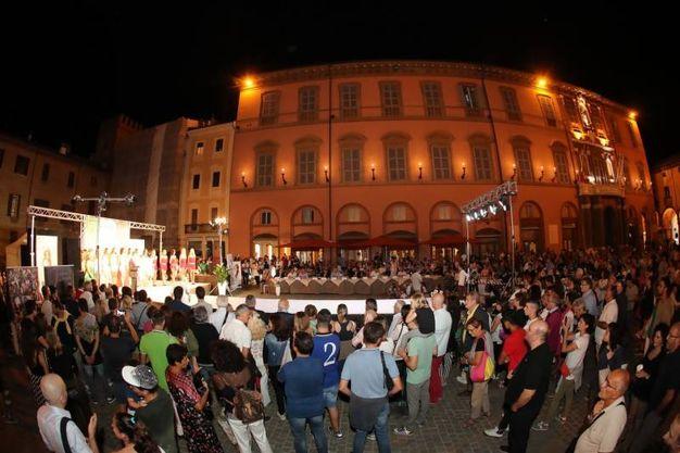 La folla in Piazza Matteotti (Foto Marco Isola)