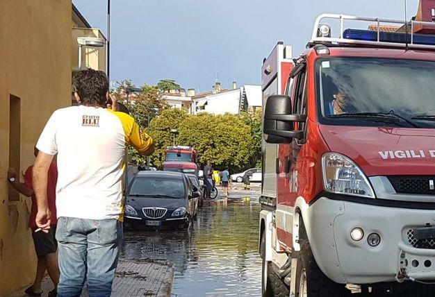 Strade e garage allagati dopo la bomba d'acqua (Foto Binci)