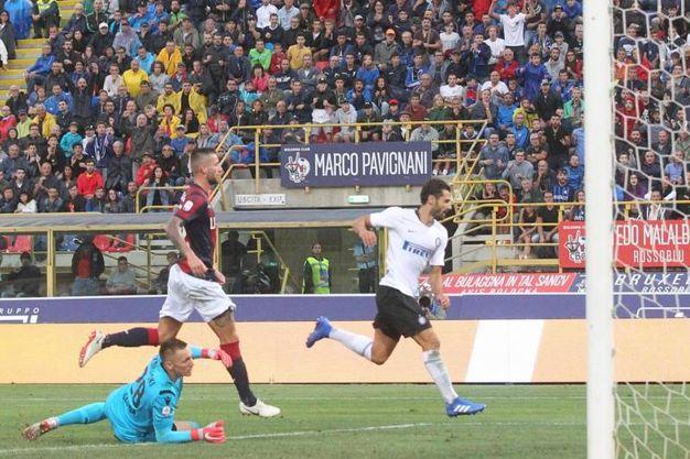 Bologna-Inter,  Candreva realizza il gol dello 0-2 (foto Ansa)