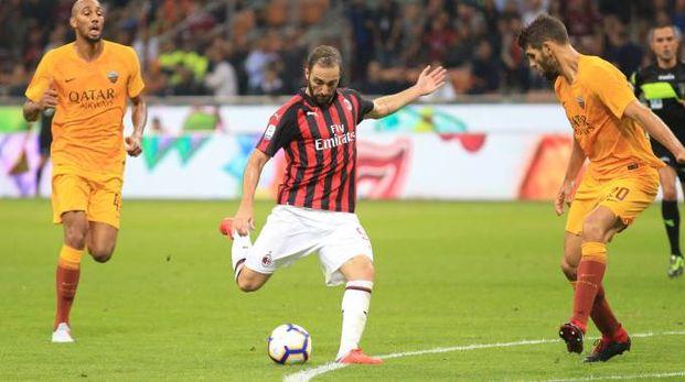 Gonzalo Higuain in azione contro la Roma