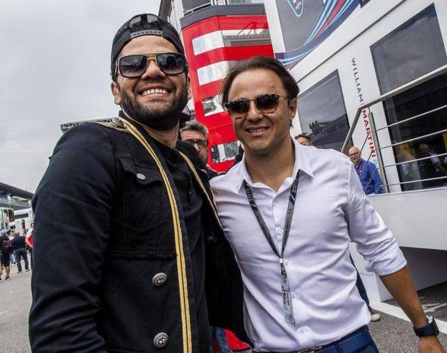 Dani Alves con Felipe Massa