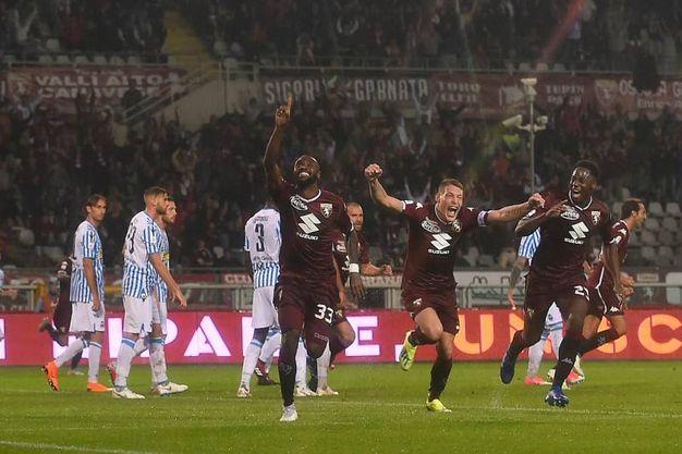 Nicolas N'Koulou festeggia dopo il gol