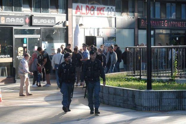 Lo sgombero dell'edificio ex Alitalia a Sesto San Giovani (Newpress)