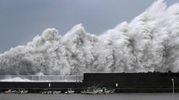 Ondi gigantesche a Aki in Giappone a causa del tifone Jebi (Ansa)