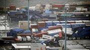Container caduti per il tifone Jebi a Osaka (Ansa)