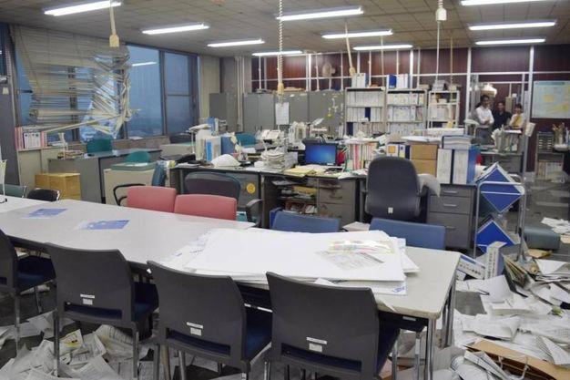Uffici colpiti dal tifone Jebi in Giappone (Ansa)