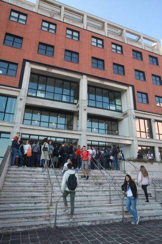 1037 candidati  hanno sostenuto oggi il test (60 quesiti a risposta multipla) per accedere alla facoltà di Medicina e Chirurgia e Odonotoiatria dell'università politecnica delle Marche (Foto Antic)